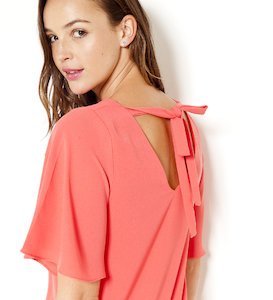 Robe noeud dos manches volants