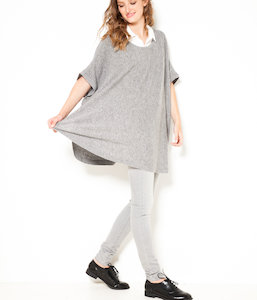 Pull femme style poncho boutonné