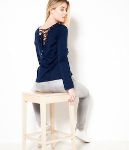 Pull femme lacets dos